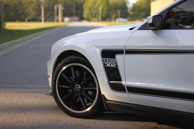 2012 Mustang Boss 302 side stripes
